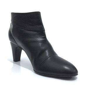 Marc Jacobs Size 38.5 Leather Cutout Heel Booties